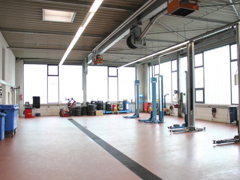 Kfz-Halle (Werkstatt)